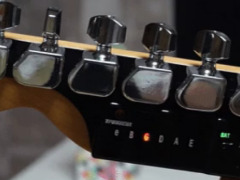 Amazing Guitar Tuner by PopCulture